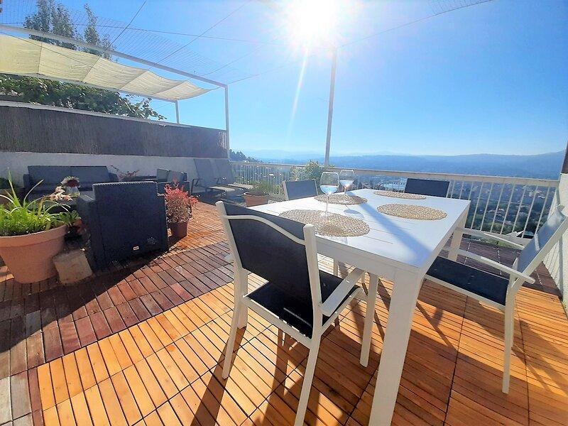 Adosado privado , Playa, golf , vistas privilegiadas, gran confort., holiday rental in San Xoan de Poio
