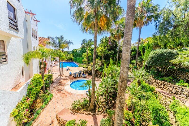 2 bedrooms, 2 bathrooms in gated community in Marbella, Puerto Banus, aluguéis de temporada em Jose de Puerto Banús