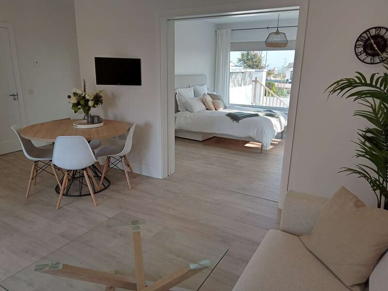 Coastal Apartment with sea views, holiday rental in Spiddal
