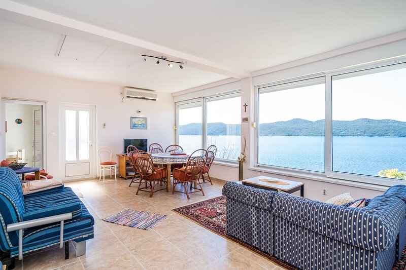 Apartment Kia - One Bedroom Apartment with Terrace and Sea View, holiday rental in Sipan