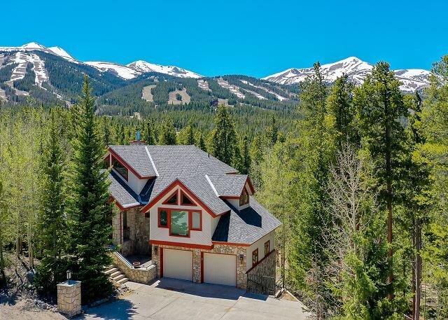 Happy Trails Lodge Home: Large, Stylish, Hot Tub!, vacation rental in Breckenridge