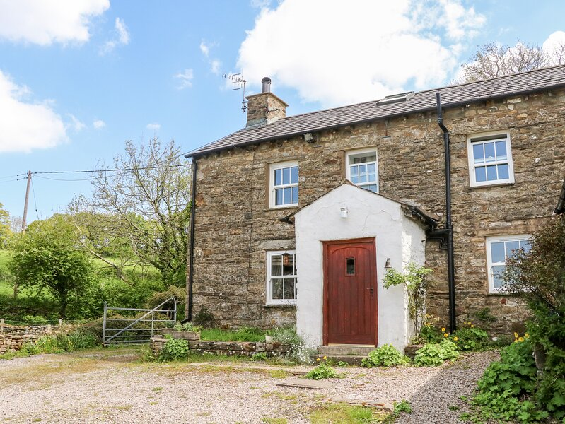 SPOUT COTTAGE, secluded, garden, woodburner, near Sedbergh, Ref 914676, vacation rental in Garsdale