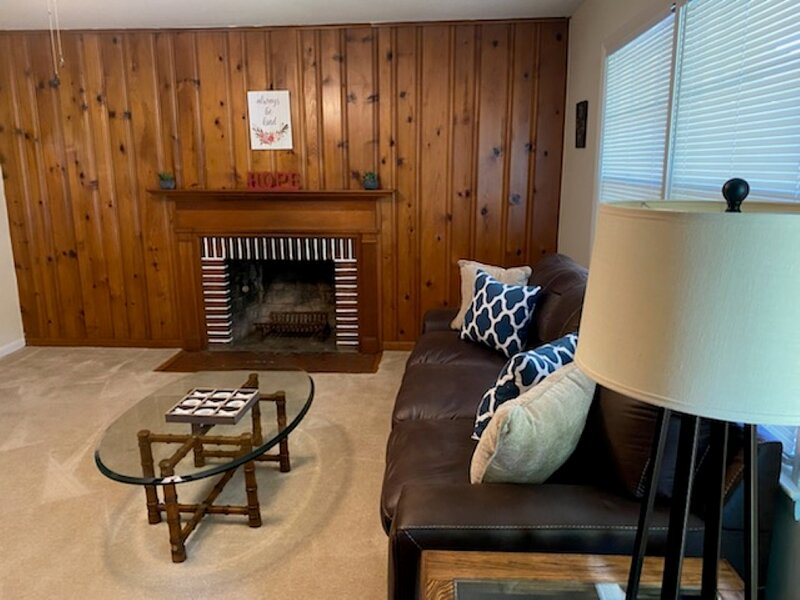 Mid Peninsula - Easy access to everywhere you want to be!, holiday rental in Newport News