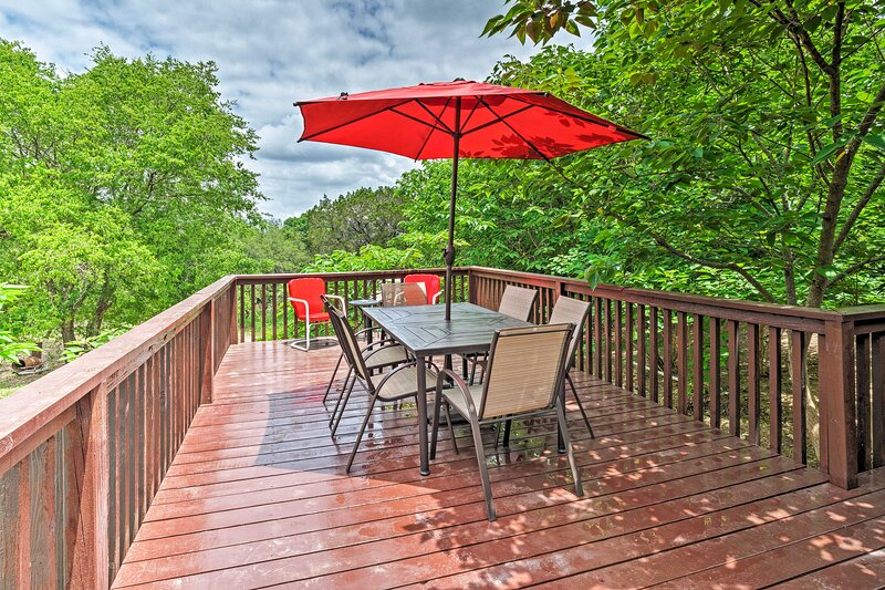 Cozy Jonestown Home < 1 Mile From Lake Travis!, holiday rental in Liberty Hill