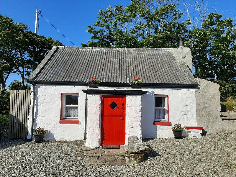 Cherry Tree Cottage - Cosy 19th Century Cottage, location de vacances à Clonmany
