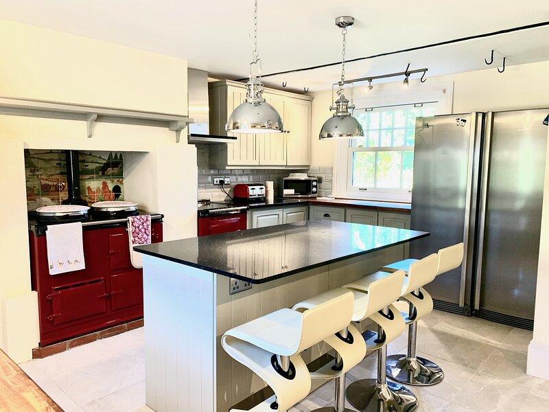 Stunning Estate sleeps 22 private parking & garden, vacation rental in Arlington
