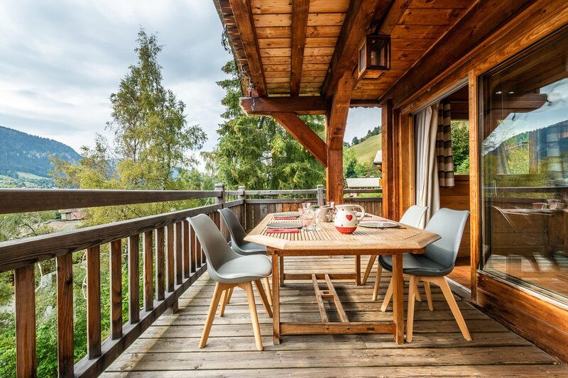 Chalet 5 minutes walk from the center of Megève and Ski-in, ski-out, casa vacanza a Megève