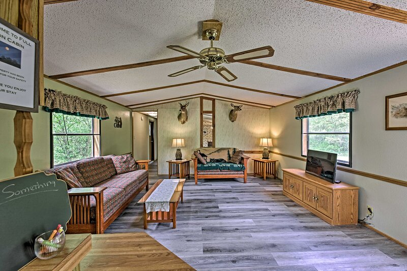 NEW! Secluded Arkdale Cabin < 8 Mi to State Parks!, holiday rental in Dellwood