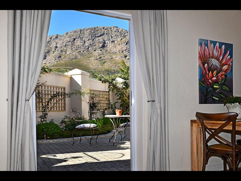 Luxury Protea apartment with beautiful mountain views, location de vacances à Franschhoek