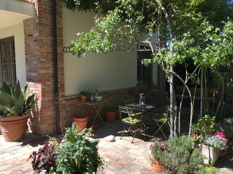Cozy Studio with Garden View, vacation rental in Mombercelli