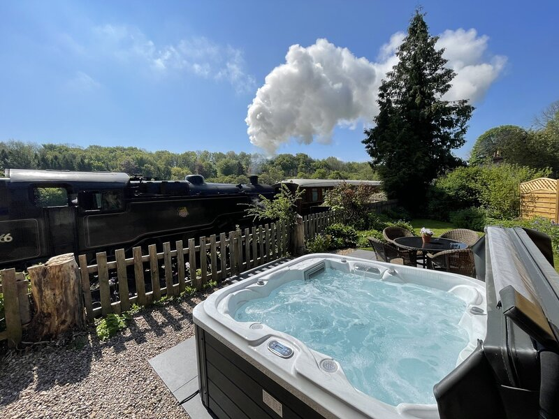 3 Railway Cottage Pickering, Dog Friendly, Hot Tub, Private Garden, vacation rental in Newton-on-Rawcliffe