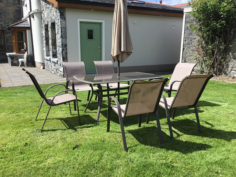 Beautiful self-contained apartment with a view, location de vacances à Corofin