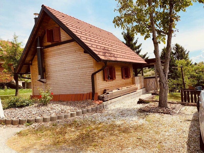 Holiday House ♥ Big Terrace and BBQ★ Pets Welcome★, holiday rental in Gornja Radgona