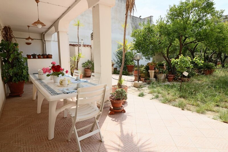 Cherubini holiday home in Maglie a few km from Otranto, alquiler vacacional en Cursi