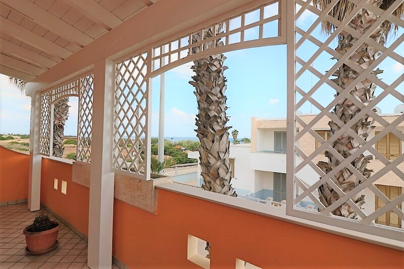 Tauri Piano holiday home with sea view in Lido Marini in front of the beach, holiday rental in Lido Marini