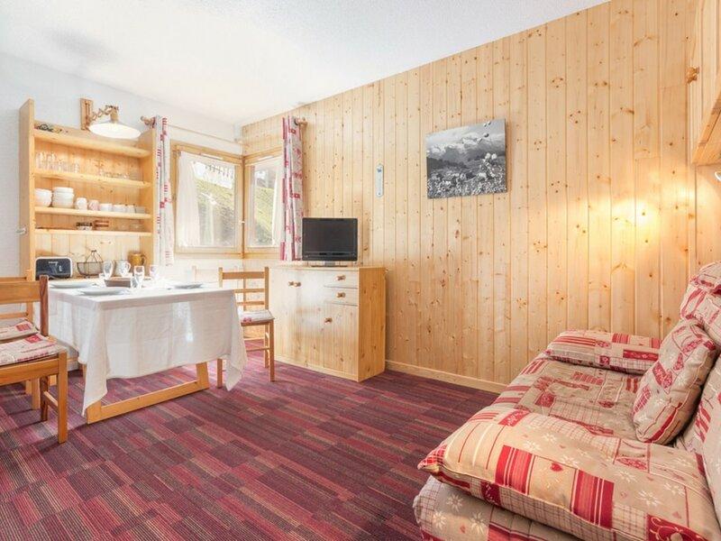Studio proche des pistes et à proximité des commerces, holiday rental in Montvalezan