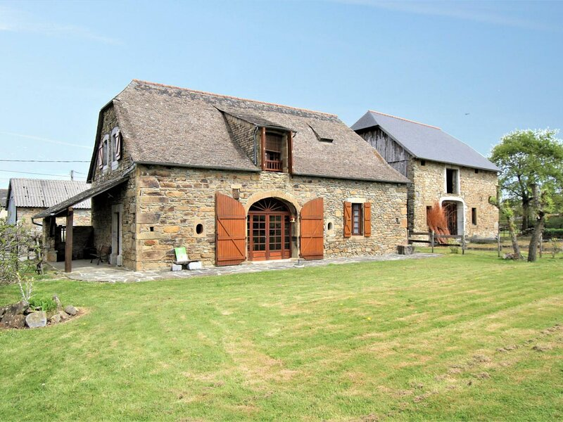Location Gîte Asson, 6 pièces, 9 personnes, holiday rental in Lestelle Betharram