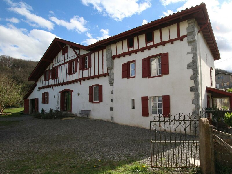 BURUSENIA, holiday rental in Hasparren