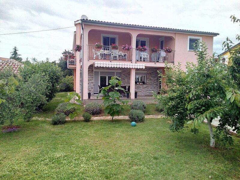 Apartment 3362-2 for 2+2 Pers. in Porec, alquiler vacacional en Zbandaj