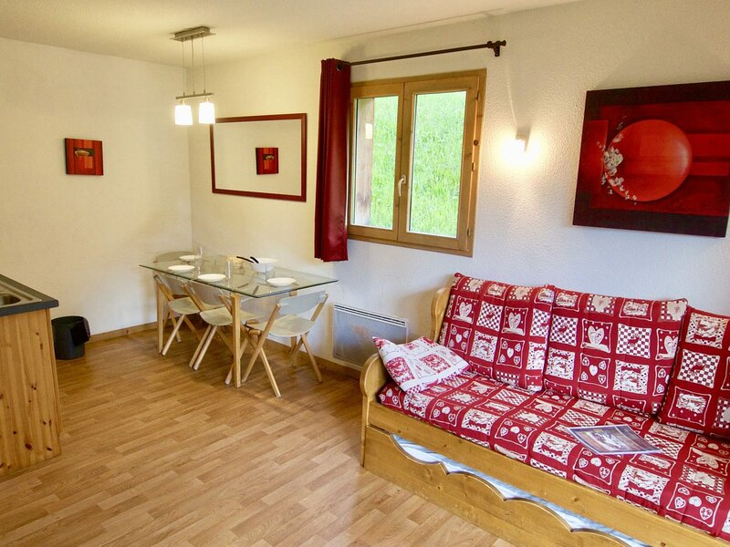 Bel app de 4 pers au pied des pistes, terrasse et WIFI, holiday rental in Valfrejus