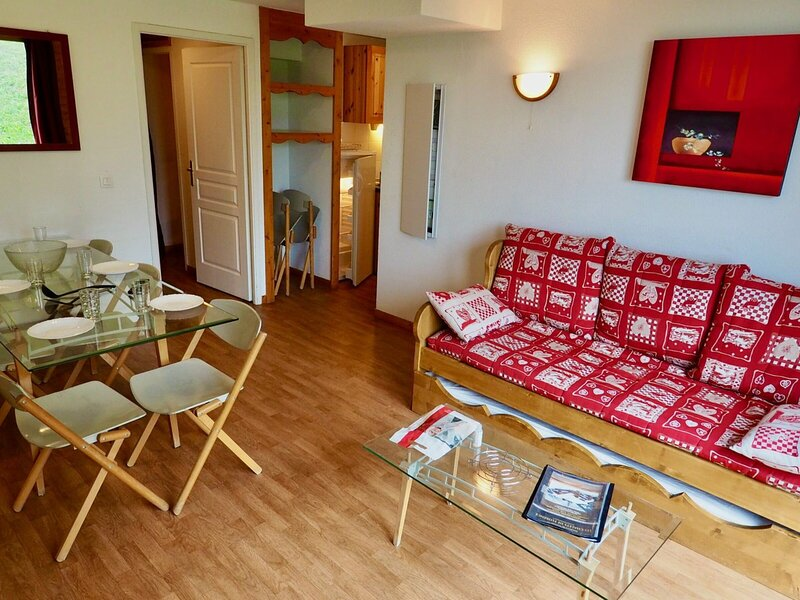 bel appart 8 pers pieds de pistes accès direct télécanbine, holiday rental in Valfrejus