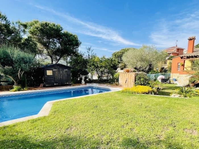 Villa Olivera by Costabravaway, holiday rental in Calonge