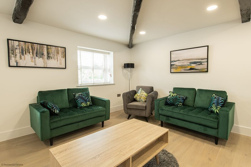 2 Coniston House - 2 bed, holiday rental in Bolton
