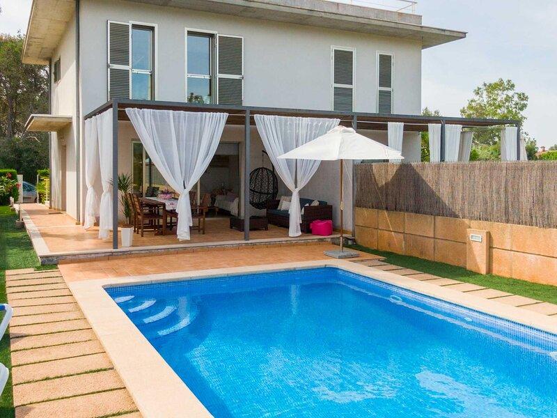 Vaumera E - Beautiful villa with private pool, aluguéis de temporada em Sa Pobla