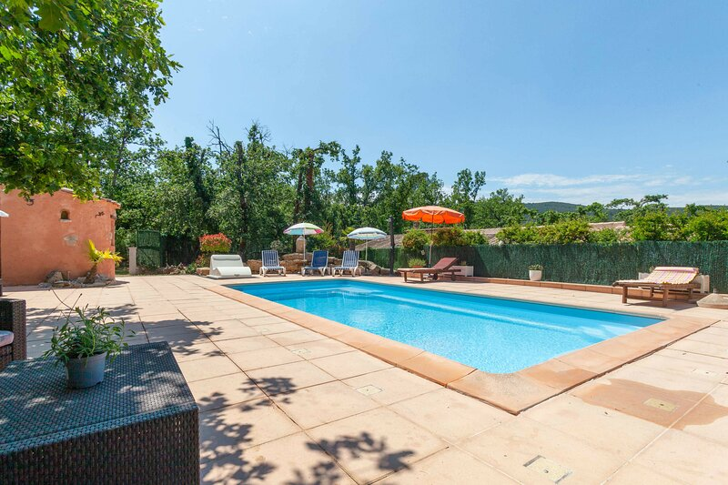Amazing villa with swimming-pool, vacation rental in Forcalqueiret