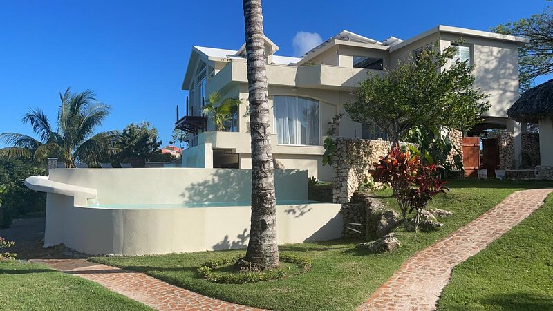 Villa Atlantis main and guest house amazing view, holiday rental in Cabrera