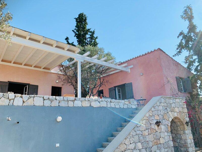 Porto Heli Secluded Olivegrove House with sea view, aluguéis de temporada em Ermioni