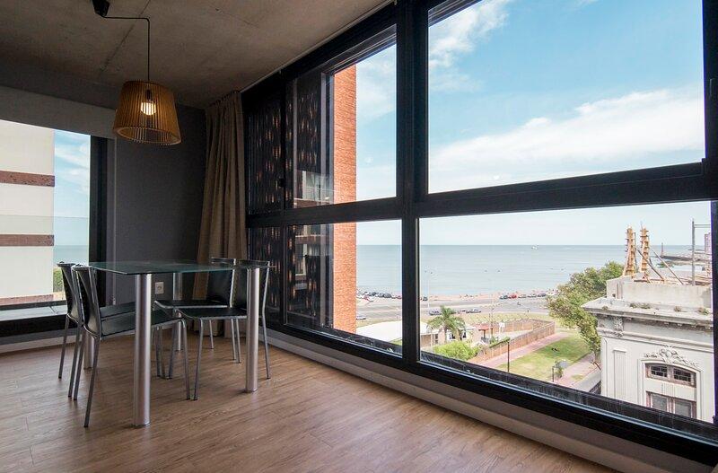Lugar de diseño con vista esplendida a la rambla, holiday rental in Montevideo