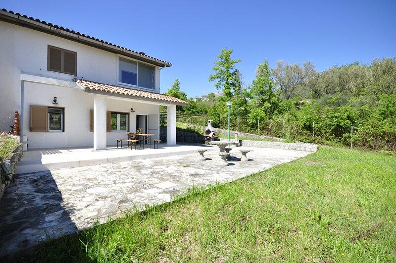 Amazing house with garden, location de vacances à San Giovanni a Piro