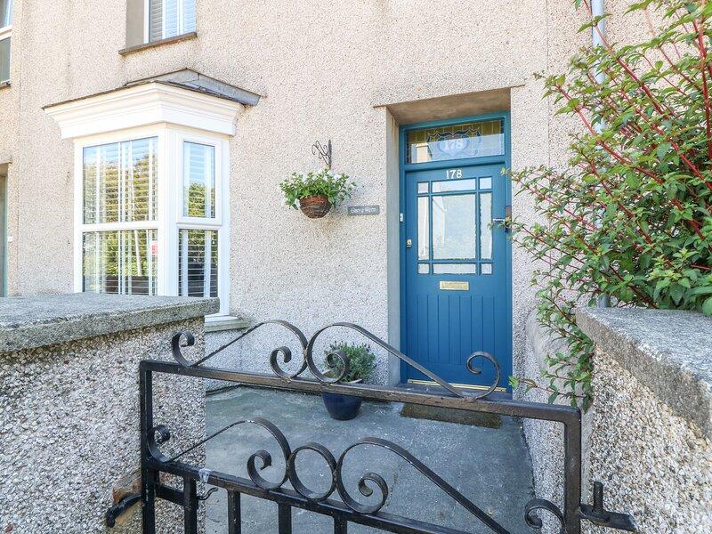 GLAN YR WERN, woodburner, enclosed garden, in Holyhead, Ref 952109, holiday rental in Holyhead