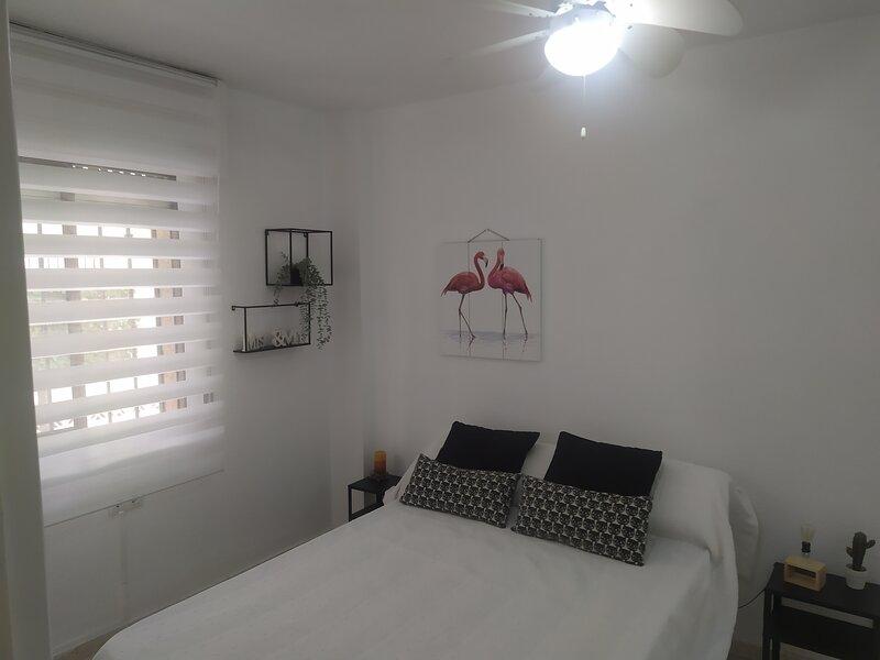 Apartamento a 40 metros  de la playa, 2 plazas, wifi gratis y parking, alquiler de vacaciones en Torrox