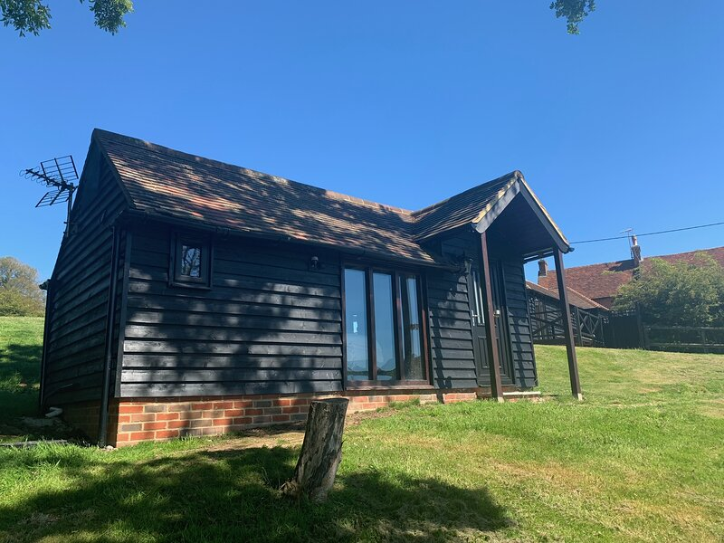 Glamping 1-Bed Cottage in Hellingly, vacation rental in Ripe
