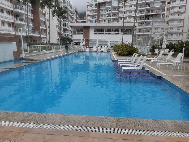 Super novo apartamento em condomínio fechado, alquiler vacacional en Guaratiba