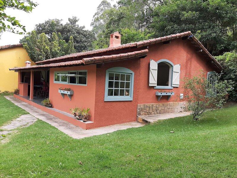 Linda casa em Miguel Pereira para até 06 pessoas, aluguéis de temporada em Paty do Alferes