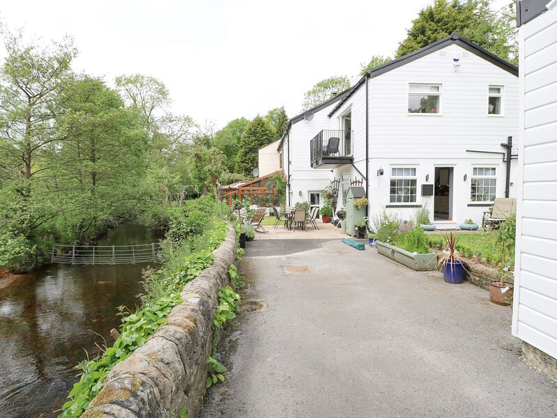 Springhead Cottage, Haworth, holiday rental in Laycock