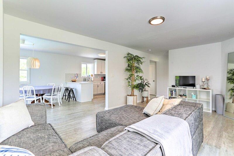 Living Room   Smart TV   Free WiFi   A/C