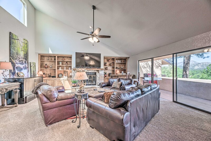NEW! Central Alto Townhome: Hike, Bet, Ski & Golf, holiday rental in Nogal