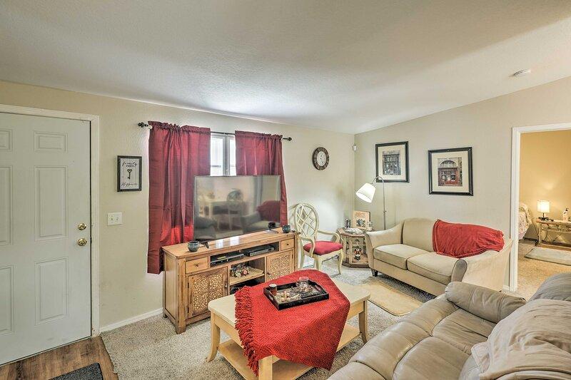 Cozy Bullhead City Home - 1/2 Mi to CO River!, location de vacances à Needles