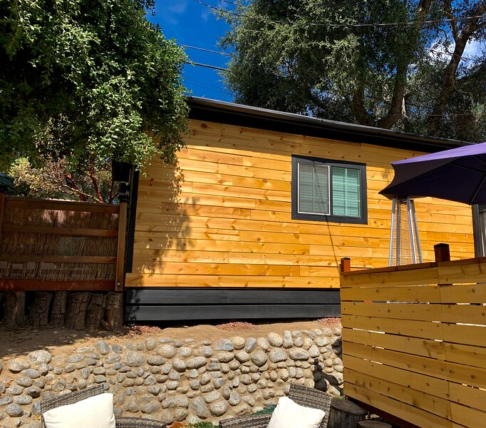 Cabin in the Mountains with a Hot Tub and Hiking, holiday rental in San Jacinto