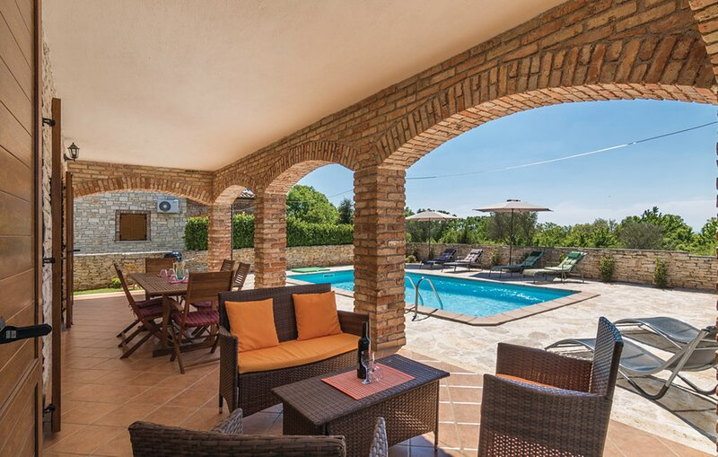 Villa Sirius - Four Bedroom Villa with Private Pool, holiday rental in Cabrunici