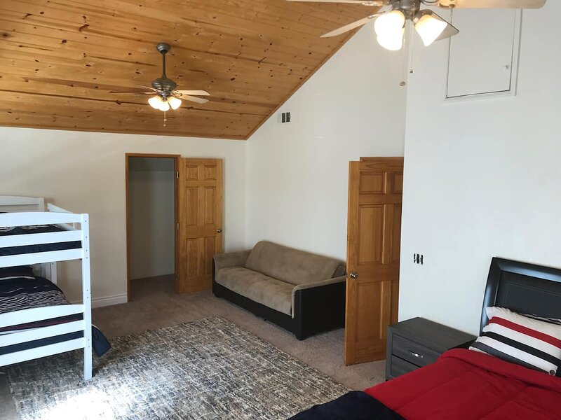 4BR by Village & Ski Resorts! W/Backyard and WiFi, vacation rental in Sugarloaf