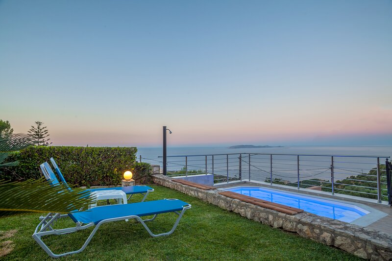 Panorama Traditional House with Private Pool, holiday rental in Linoperamata