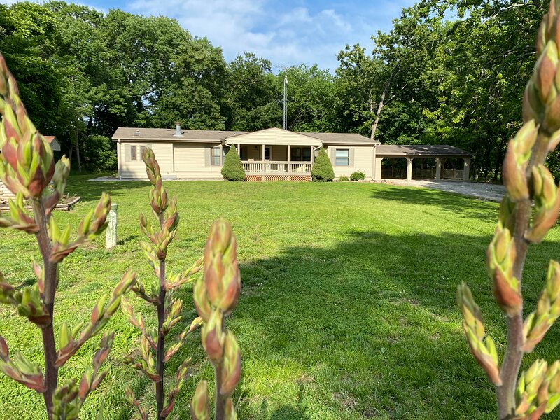 ⭐️Tightwad Gertie's Roomy Home at Truman Lake⭐️, holiday rental in Tightwad