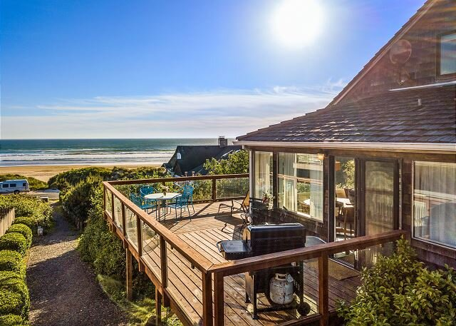 BEACH HOUSE~Spectacular views of the beach and of Neah-Kah-Nie Mountain!, vacation rental in Nehalem