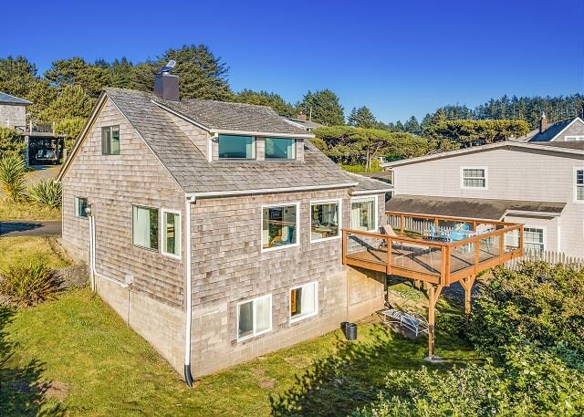 BEACH HOUSE~Spectacular views of the beach and of Neah-Kah-Nie Mountain!, holiday rental in Nehalem