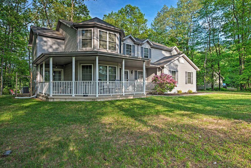 NEW! Waterfront Poconos Home w/ Dock & Game Room!, vacation rental in Luzerne County